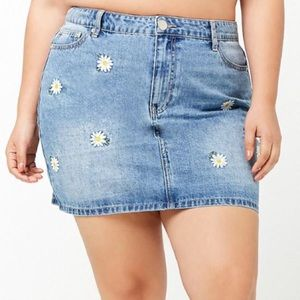 FOREVER 21 DAISY EMBROIDERED DENIM SKIRT